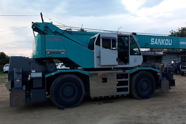 KOBELCO 25 Ton Rough Terrain Crane