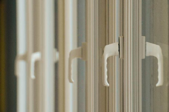 SENOK WINDOWS - Superior Sealing System